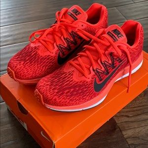 Nike women's zoom Winflo 5 9.5 running shoes